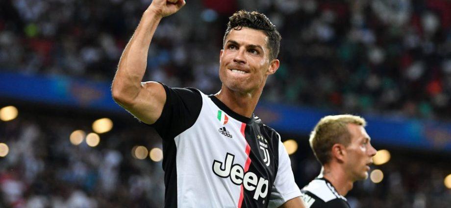 Cristiano Ronaldo Sepakat Potong Gaji karena Virus Corona