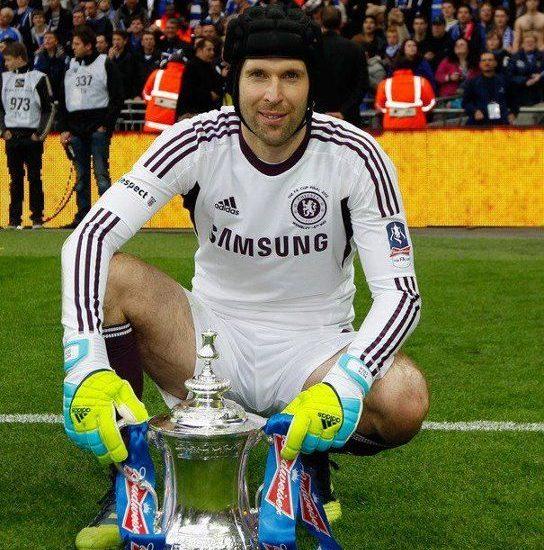 Kisah Petr Cech dan Trofi FA Cup yang Begitu Mesra